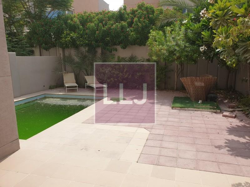 Vacant! 5BR villa ith pool in Contemporary village