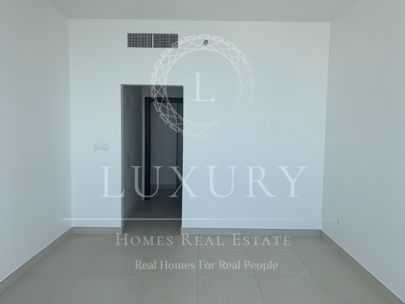 Alluring well located sea front luxury living
