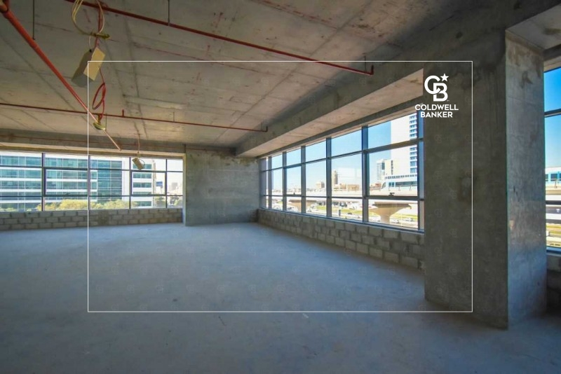Shaikh Zayed Road facing office in Onyx Tower