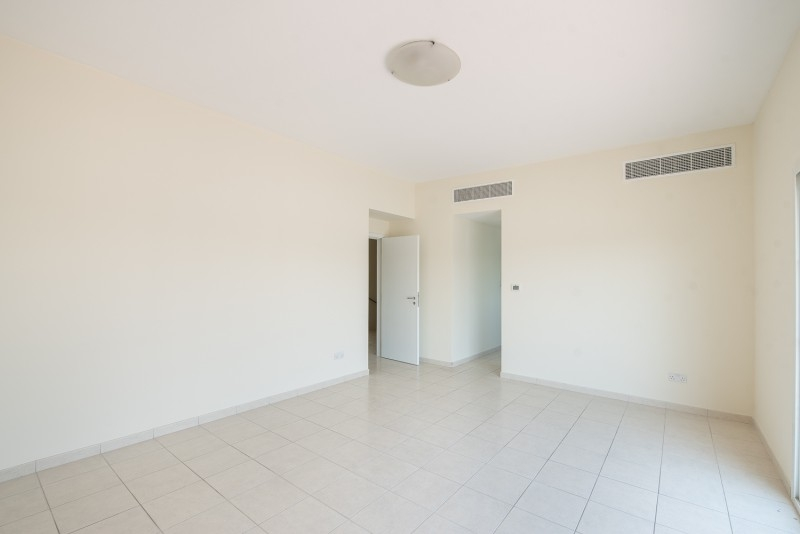 4 Bedroom Villa For Rent in  Deema 1,  The Lakes   10