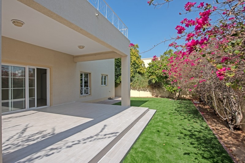 4 Bedroom Villa For Rent in  Deema 1,  The Lakes   2