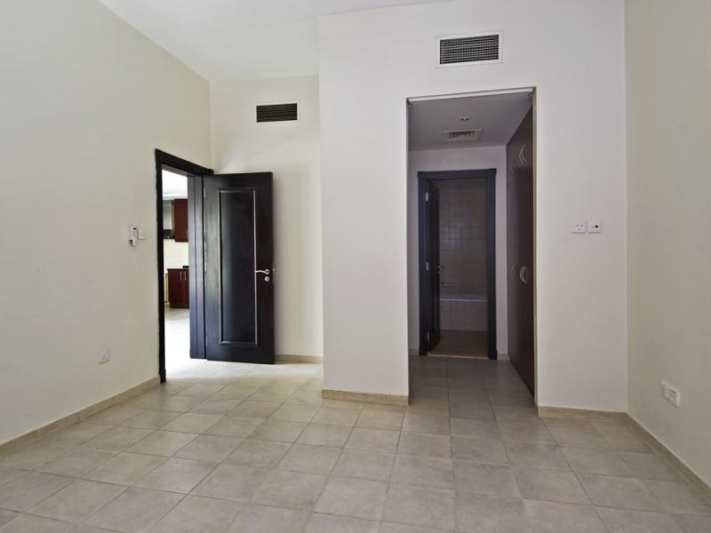 1 Bedroom Apartment For Rent in  Building 38 To Building 107,  Discovery Gardens | 4