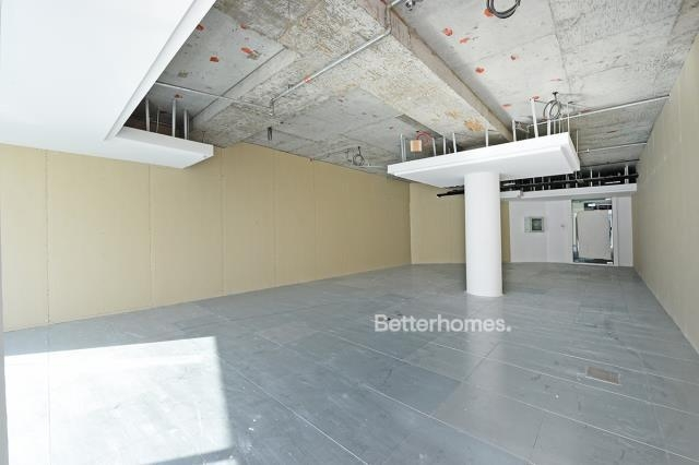 1,042 sq.ft. Office in Business Bay, Blue Bay Tower for AED 93,780