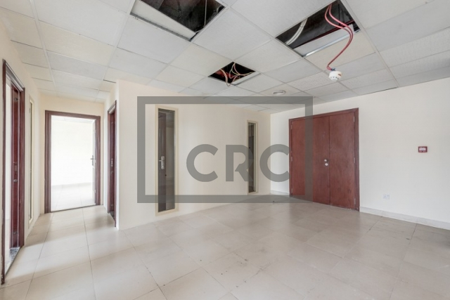 1,079 sq.ft. Office in Deira, Business Point for AED 70,135