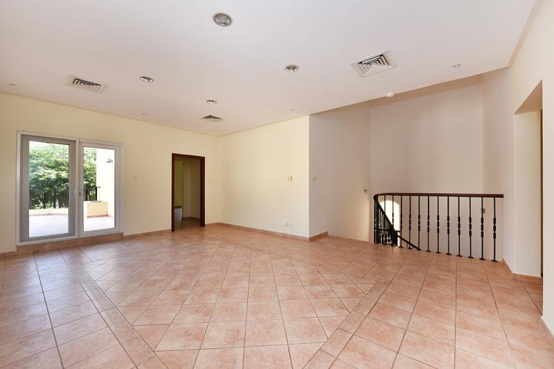 3 Bedroom Townhouse For Sale in  Townhouses Area East,  Green Community | 5