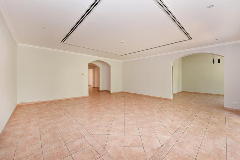 3 Bedroom Townhouse For Sale in  Townhouses Area East,  Green Community | 6
