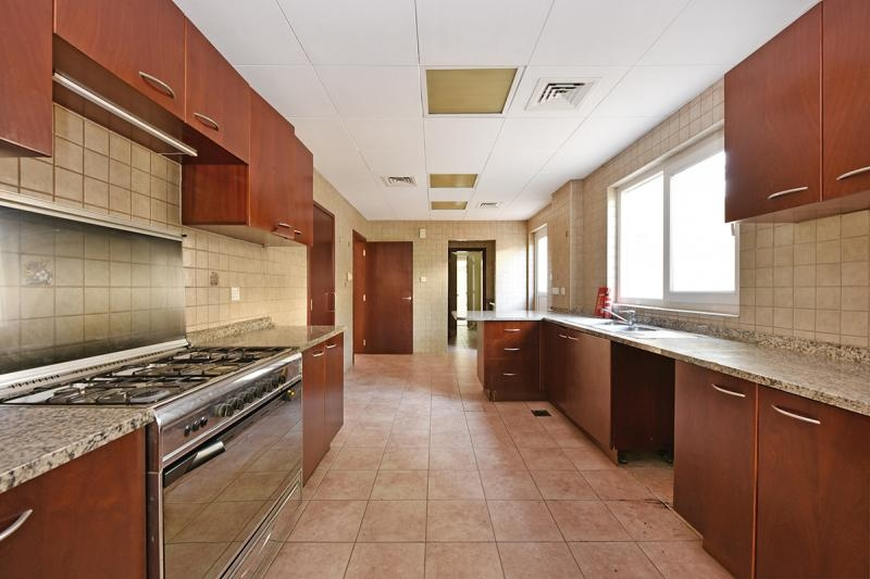 3 Bedroom Townhouse For Sale in  Townhouses Area East,  Green Community | 9