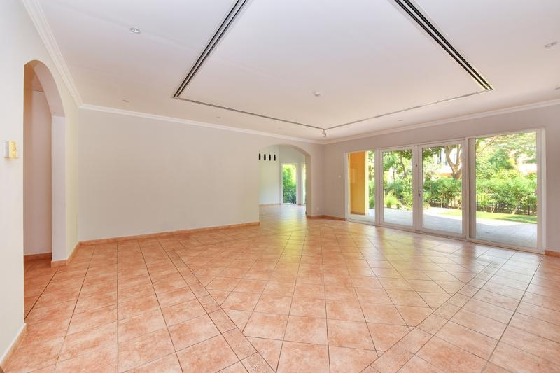 3 Bedroom Townhouse For Sale in  Townhouses Area East,  Green Community | 10