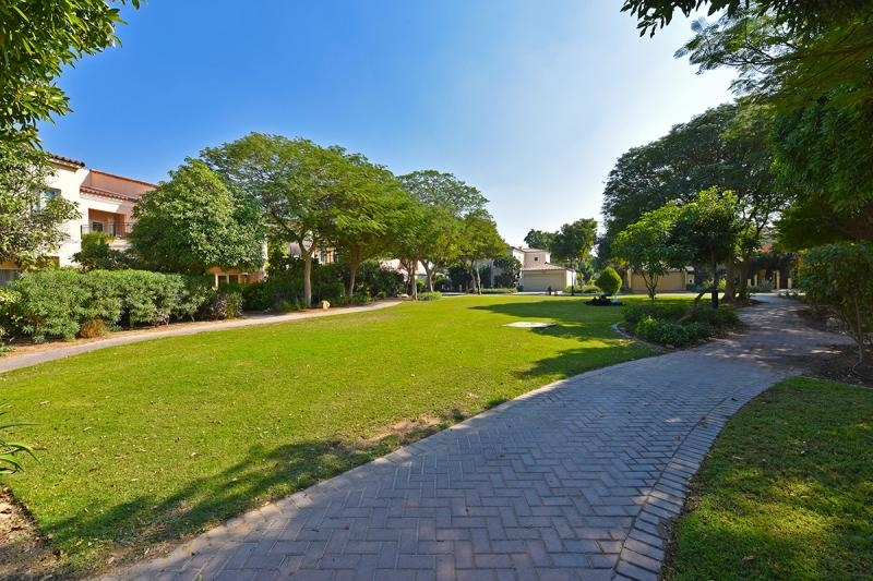 3 Bedroom Townhouse For Sale in  Townhouses Area East,  Green Community | 11