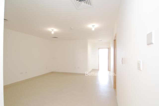 5 Bedroom Villa For Sale in  Beach Villas,  Al Raha Beach   2
