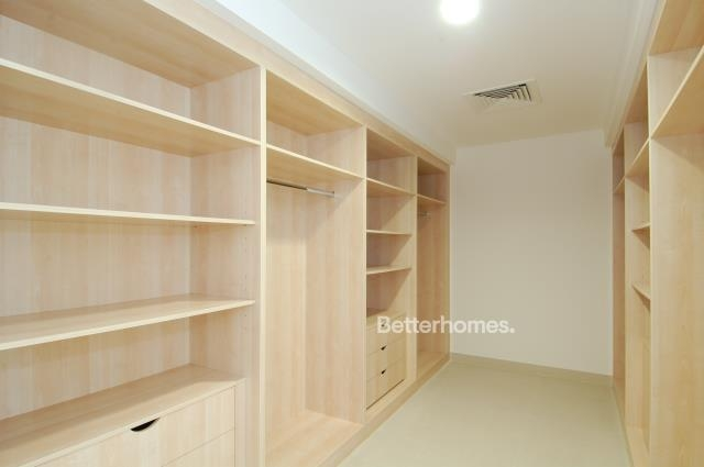 5 Bedroom Villa For Sale in  Beach Villas,  Al Raha Beach   5