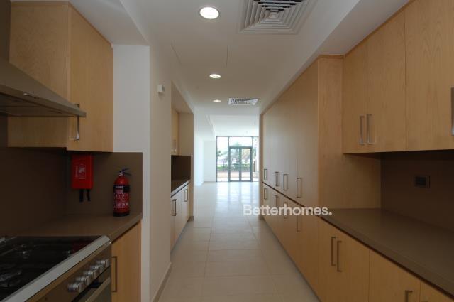 5 Bedroom Villa For Sale in  Beach Villas,  Al Raha Beach   7