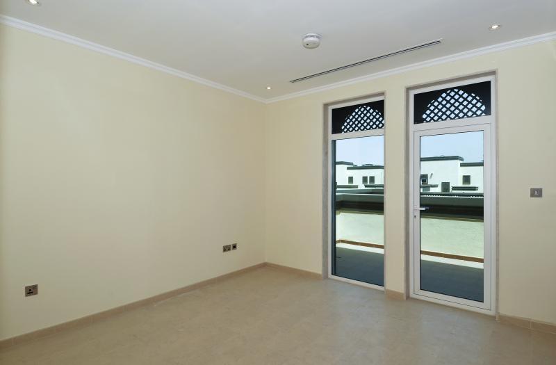 3 Bedroom Villa For Sale in  Regional Small,  Jumeirah Park   0