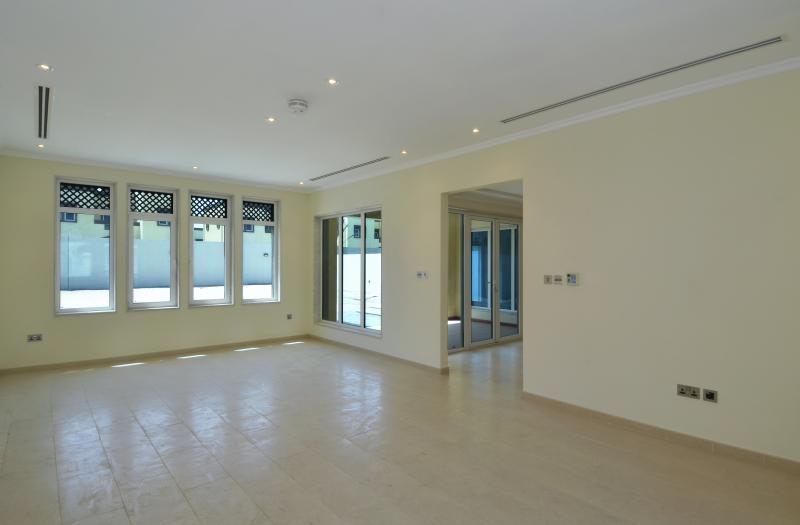 3 Bedroom Villa For Sale in  Regional Small,  Jumeirah Park   4