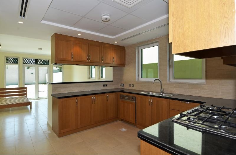 3 Bedroom Villa For Sale in  Regional Small,  Jumeirah Park   5