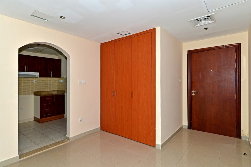 1 Bedroom Apartment For Sale in  Lakepoint,  Jumeirah Lake Towers | 4