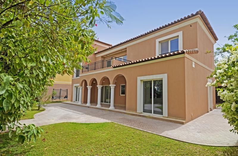 5 Bedroom Villa For Sale in  Family Villa Area,  Green Community | 0
