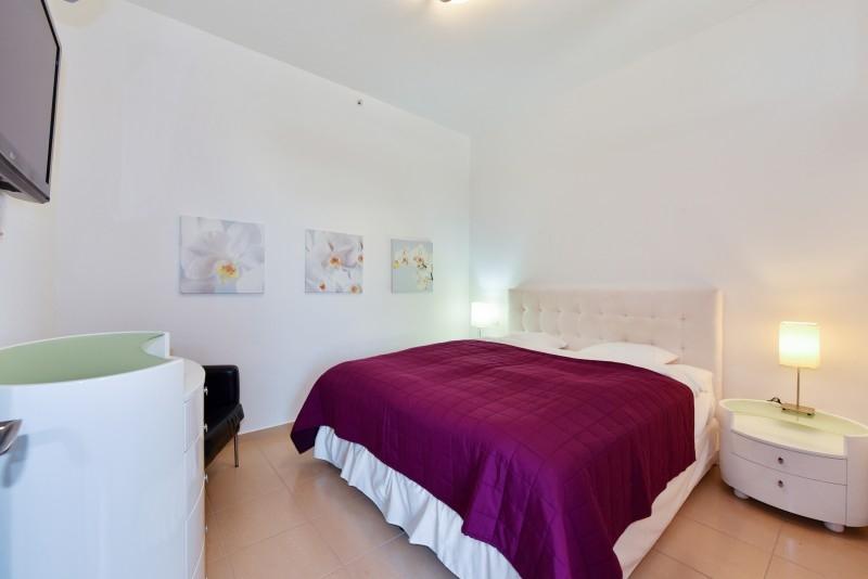 2 Bedroom Apartment For Short Term Rental in  Sadaf 7,  Jumeirah Beach Residence   4