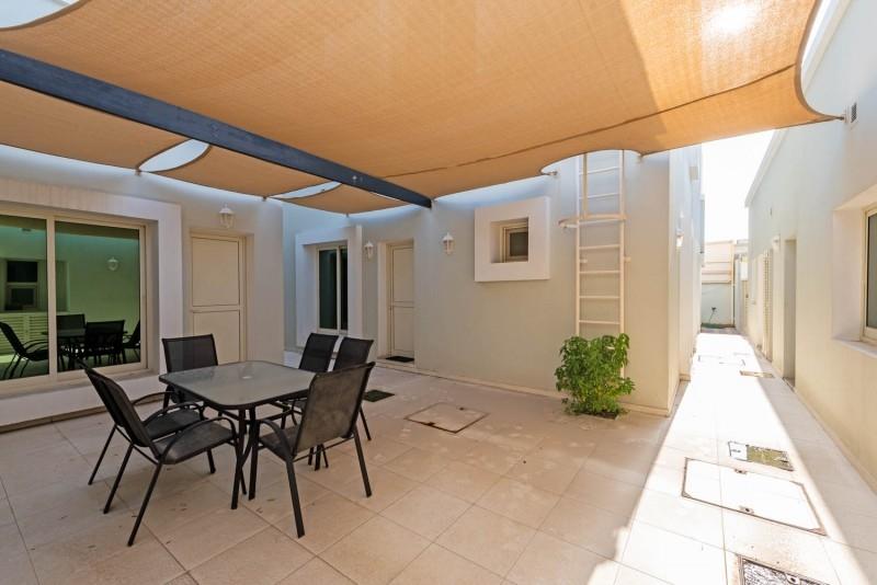 6 Bedroom Villa For Sale in  Umm Suqeim 2,  Umm Suqeim | 4