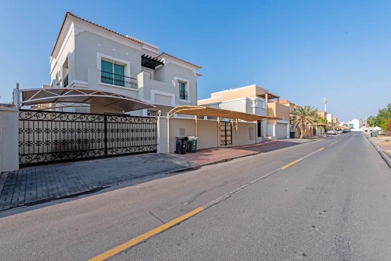 6 Bedroom Villa For Sale in  Umm Suqeim 2,  Umm Suqeim | 5