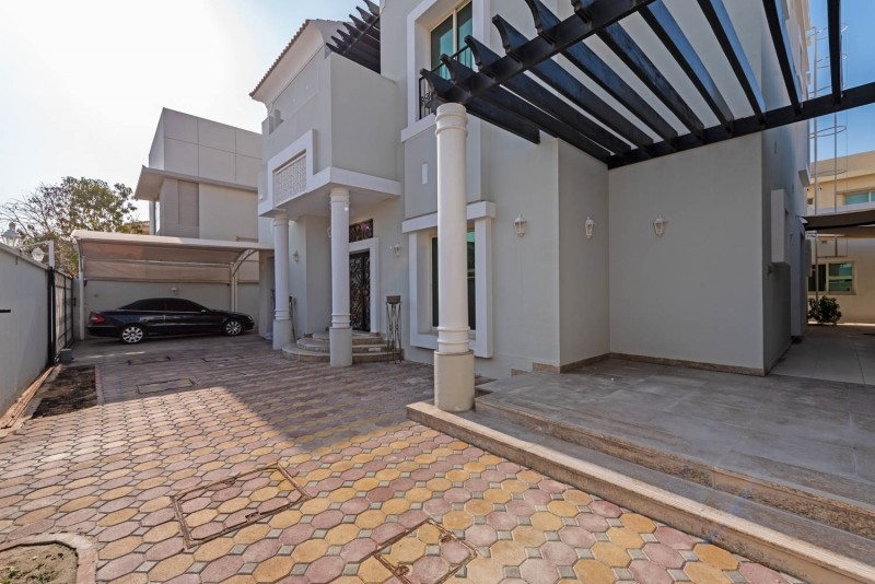 6 Bedroom Villa For Sale in  Umm Suqeim 2,  Umm Suqeim | 9