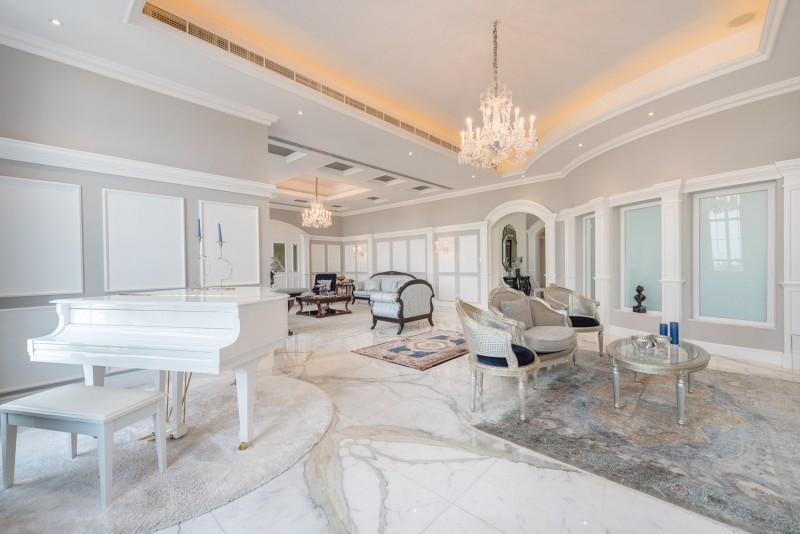 9 Bedroom Villa For Sale in  Umm Suqeim 2,  Umm Suqeim   0