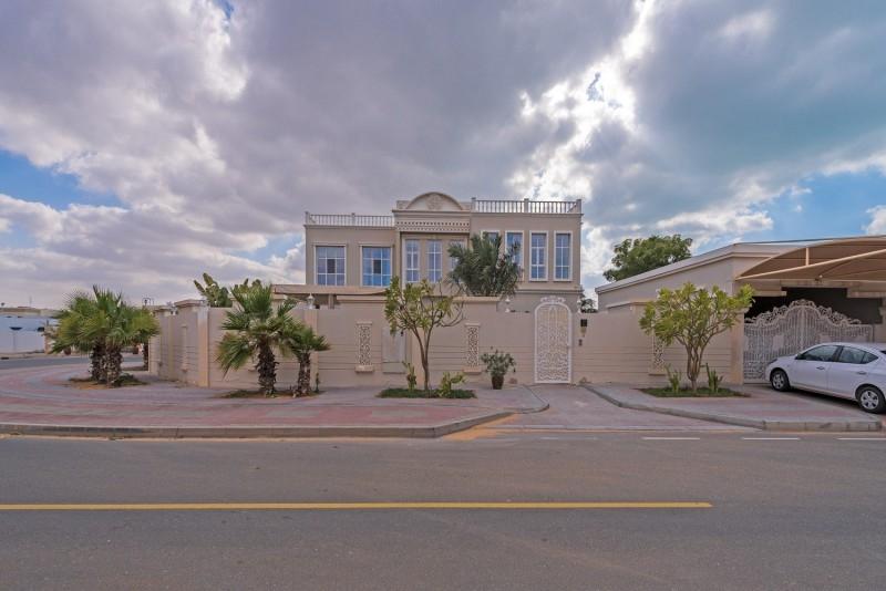 9 Bedroom Villa For Sale in  Umm Suqeim 2,  Umm Suqeim   5