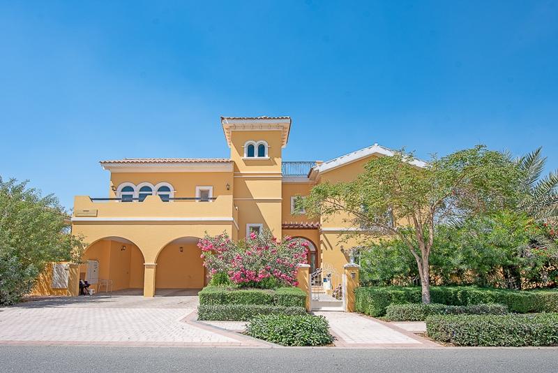 The Centro, The Villa