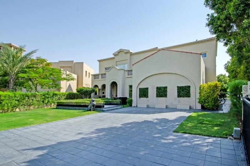 5 Bedroom Villa For Sale in  Entertainment Foyer,  Jumeirah Islands | 1
