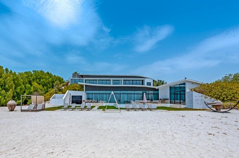Beachfront Estate, Nurai Island