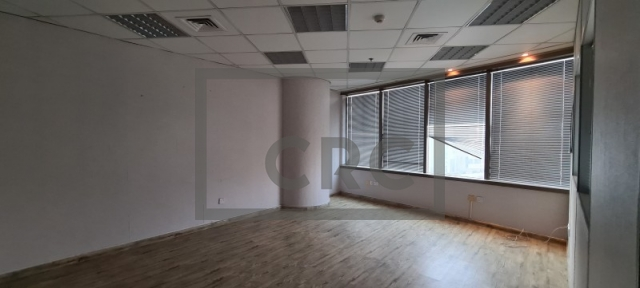 1,365 sq.ft. Office in Deira, Al Reem Tower for AED 88,725