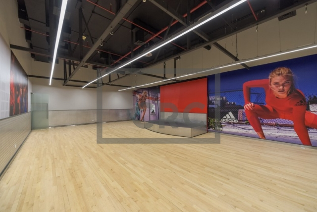 shops & retail spaces for rent in european business center