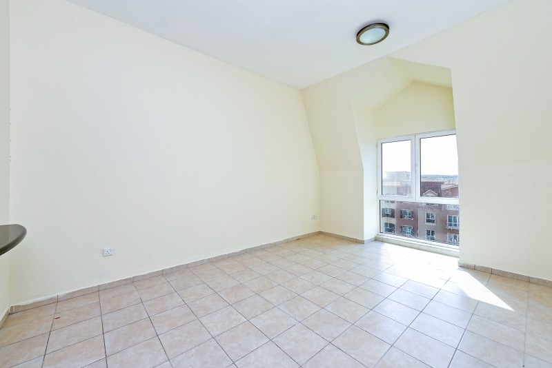 Studio Apartment For Sale in  Building 38 To Building 107,  Discovery Gardens   1