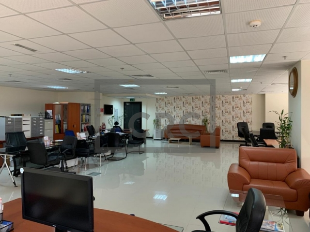 semi-furnished office for sale in jumeirah lake towers, mazaya business avenue bb2 | 4