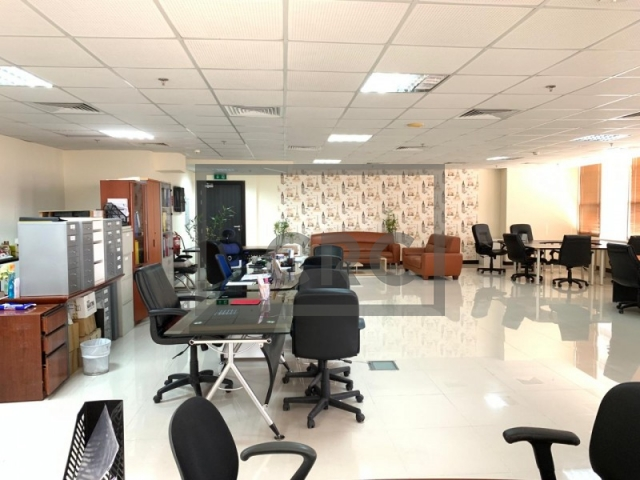 semi-furnished office for sale in jumeirah lake towers, mazaya business avenue bb2 | 5