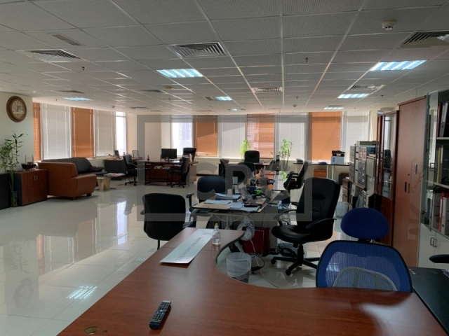 semi-furnished office for sale in jumeirah lake towers, mazaya business avenue bb2 | 6