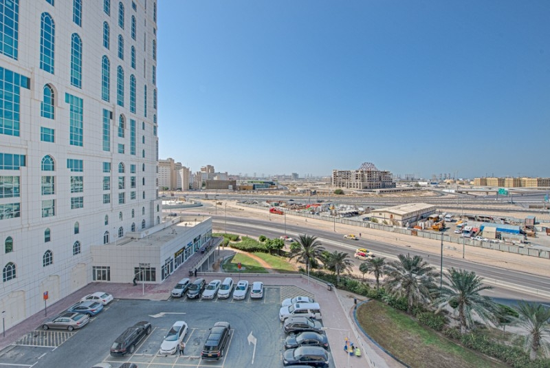 1 Bedroom Apartment For Sale in  Lakepoint,  Jumeirah Lake Towers   4