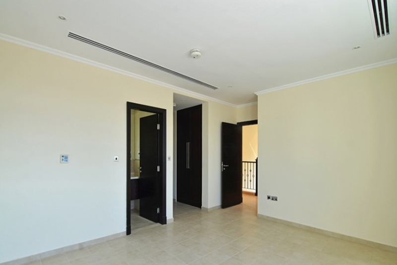 3 Bedroom Villa For Sale in  Legacy Large,  Jumeirah Park | 2