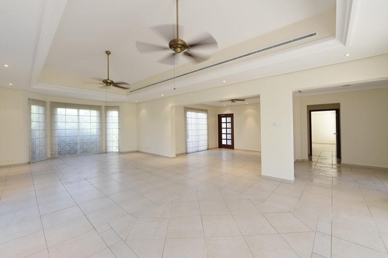 4 Bedroom Villa For Sale in  Bungalows Area West,  Green Community   2