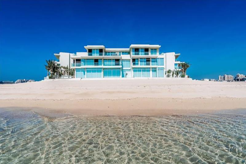 6 Bedroom Villa For Sale in  Signature Villas Frond M,  Palm Jumeirah   0