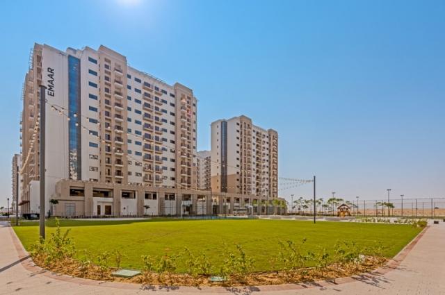 Una Apartments, Town Square