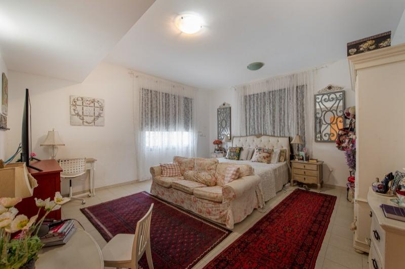 New World Villa, Falcon City of Wonders