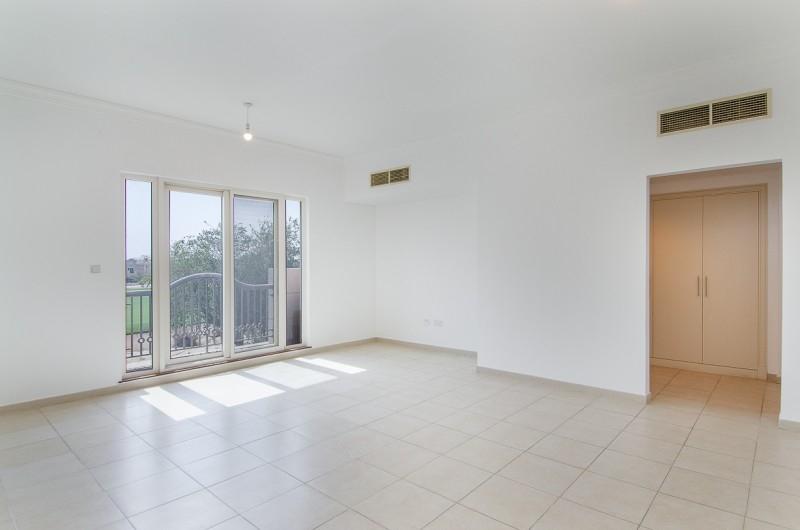 5 Bedroom Villa For Sale in  Esmeralda,  Victory Heights   2