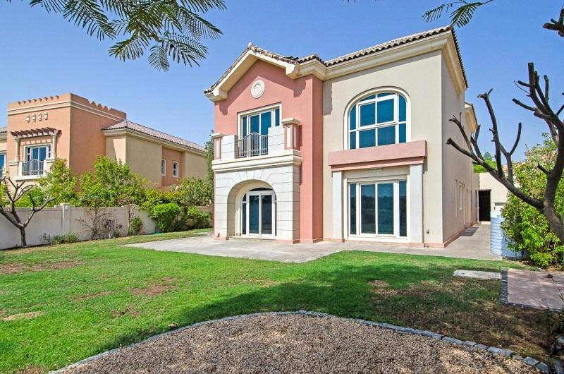 5 Bedroom Villa For Sale in  Esmeralda,  Victory Heights   1