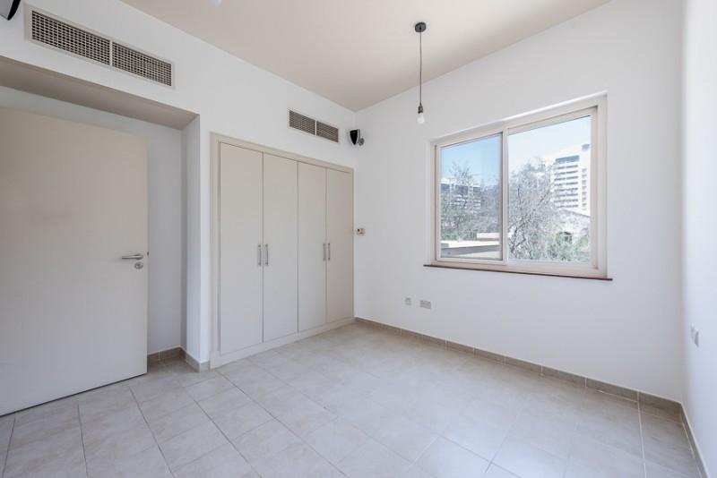 5 Bedroom Villa For Sale in  Esmeralda,  Victory Heights   3