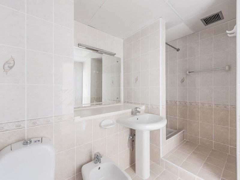3 Bedroom Apartment For Rent in  Riggat Al Buteen,  Deira   4