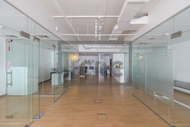 1,492 sq.ft. Office in Barsha Heights (Tecom), Grosvenor Business Tower for AED 1,100,000