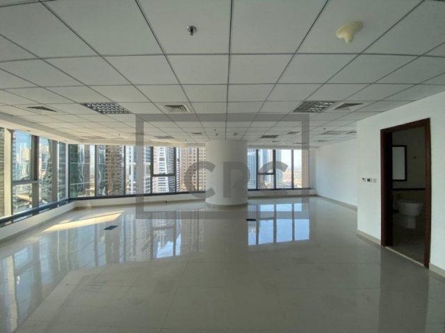 1,058 sq.ft. Office in Jumeirah Lake Towers, Platinum Tower for AED 1,100,000