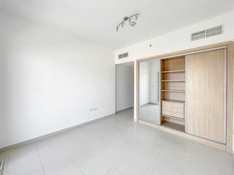 2 Bedroom Apartment For Rent in  Oxford Building,  Jumeirah Village Circle   9