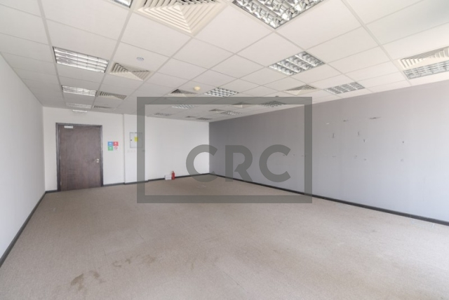 632 sq.ft. Office in Jumeirah Lake Towers, Gold Tower for AED 80,000